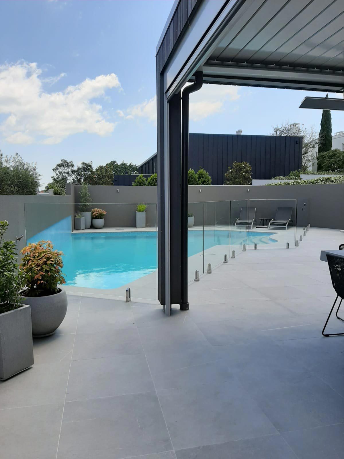glass-pool-fences-Pool-fence-vices-01