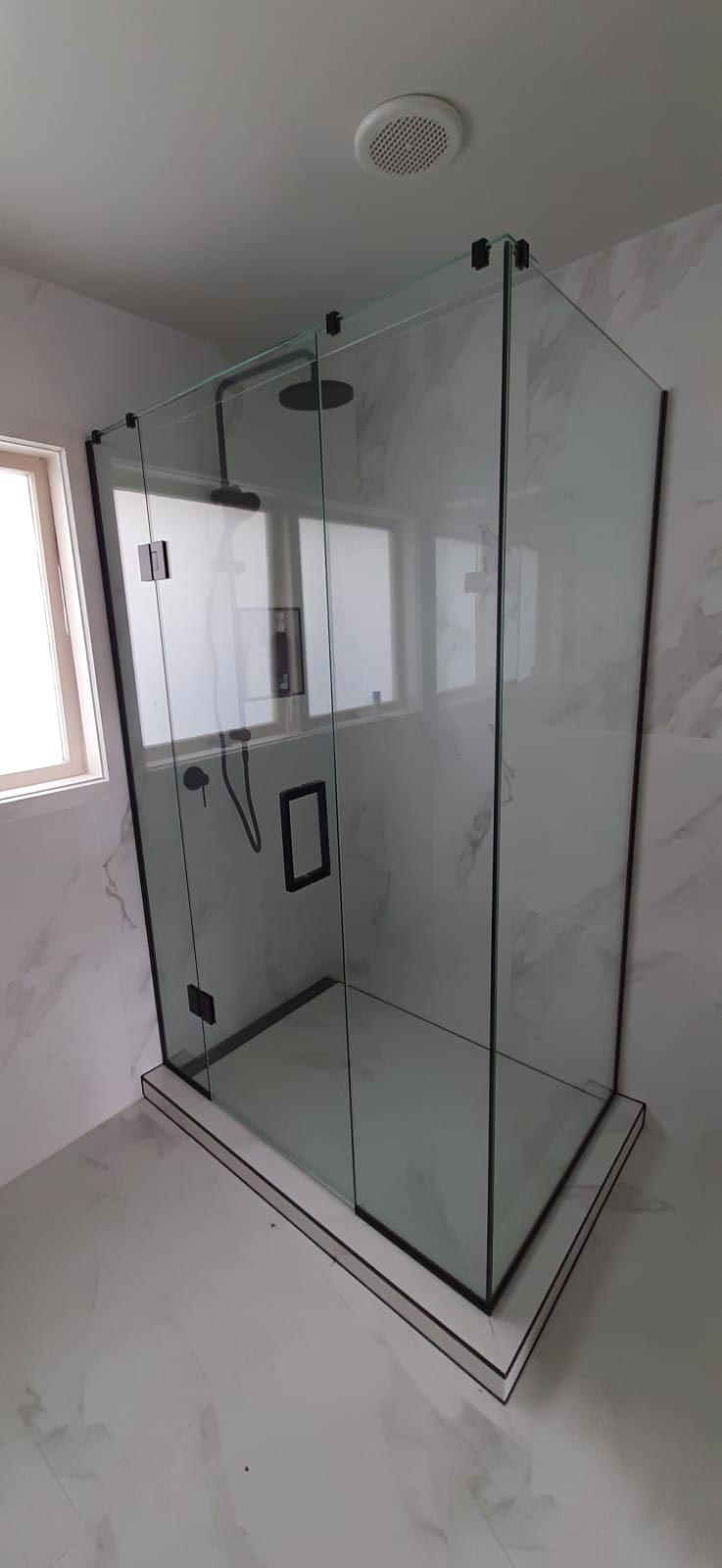 glass-shower-Black-sq-shower